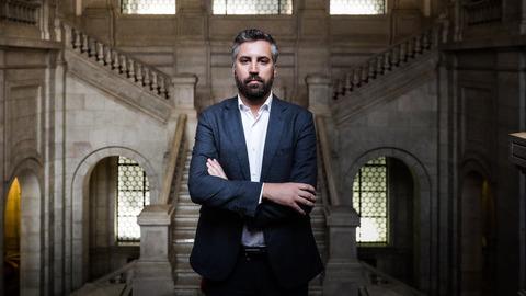"""Pedro Nuno Santos, """"jovem turco"""" da esquerda do PS que aspira suceder a Costa"""