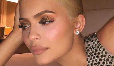 Kylie Jenner aposta o seu visual todo numas botas