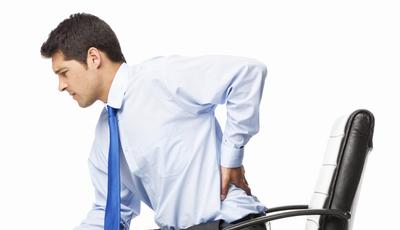 O frio aumenta as dores de costas? Médico tira-nos as dúvidas