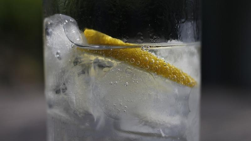 Dicas para não matar uma boa bebida com um mau gelo