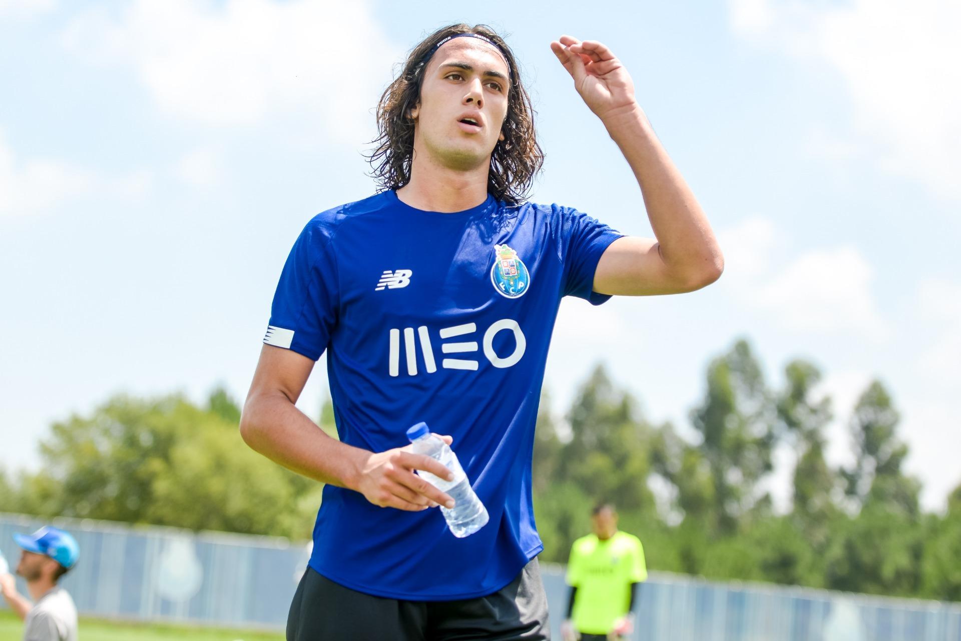 """Empresário de Tomás Esteves garante: """"Tem potencial para se tornar num dos melhores defesas do mundo"""""""