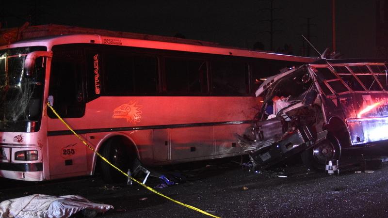Pelo menos 13 mortos e 39 feridos em acidente entre três autocarros no México
