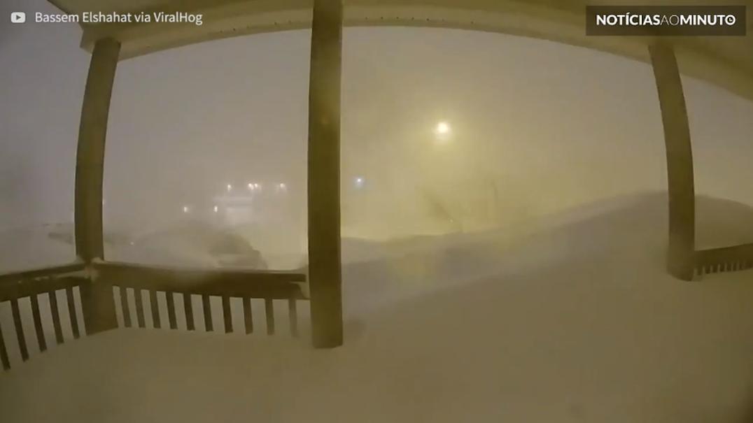 Timelapse capta nevão no Canadá