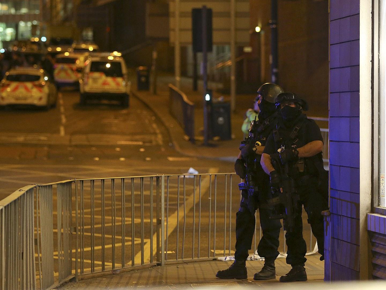 Manchester Arena: Famílias em pânico usam as redes sociais para procurar entes queridos