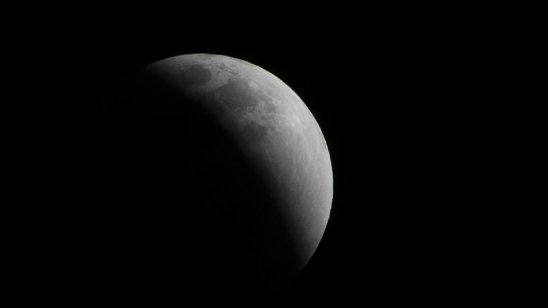 NASA descobre indícios da origem do Sol na crosta lunar