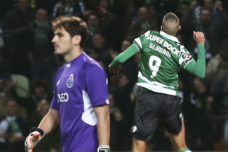 Slimani volta a ser 'dor de cabeça' para Casillas