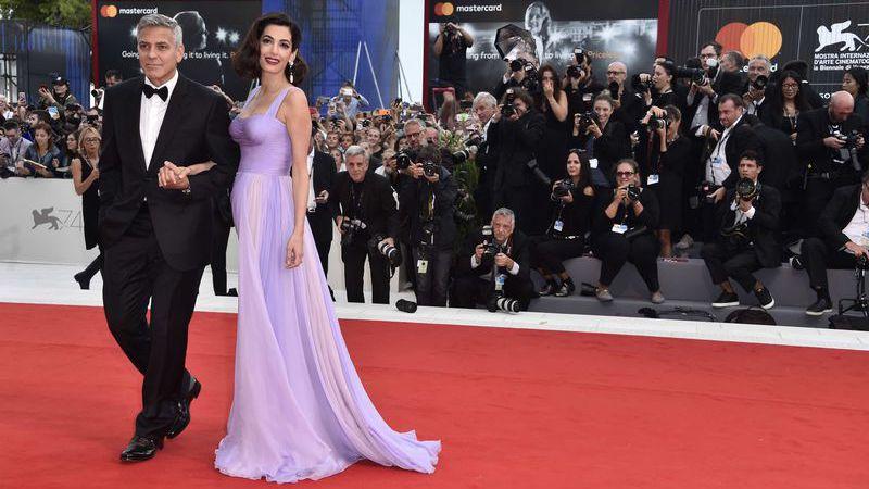 Clooney revela que Amal também foi vítima de assédio sexual