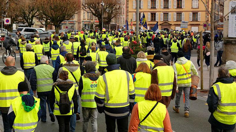 """Prejuízos dos """"coletes amarelos"""" custaram mais de 10% do PIB francês"""