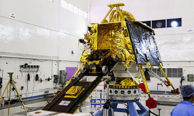 Lançamento da missão indiana Chandrayaan-2 com destino à Lua cancelado à última hora