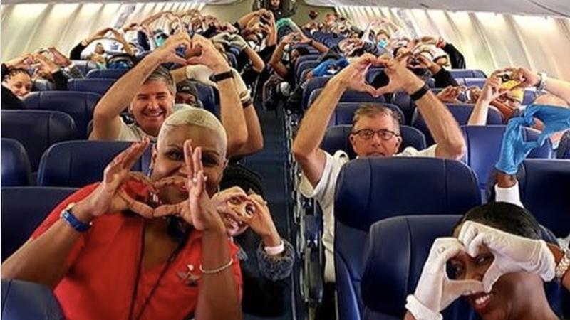Companhia aérea partilha foto de profissionais de saúde e mensagem emocionante torna-se viral