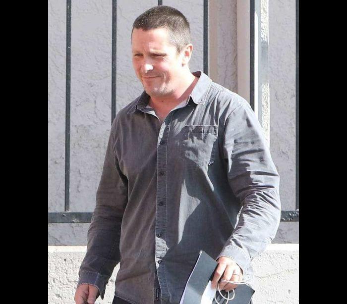 Christian Bale irreconhecível com novo look