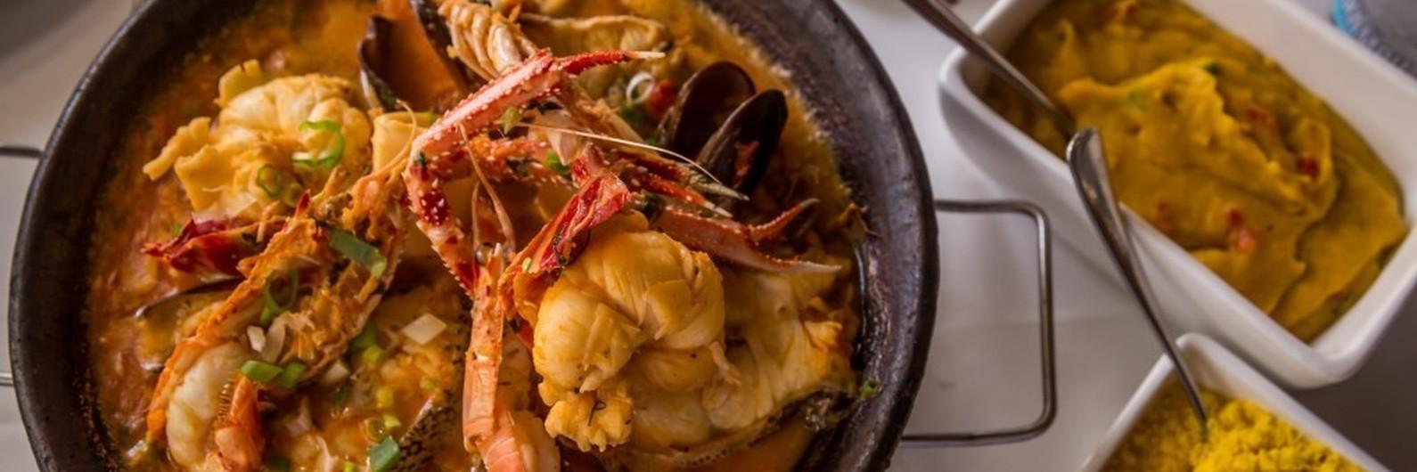 Moqueca de peixe e camarão: os sabores do mar brasileiro