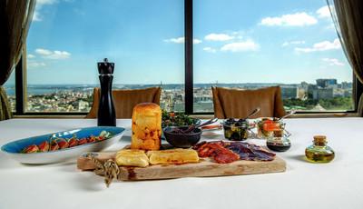 O restaurante do hotel Sheraton, em Lisboa, tem um novo almoço ao domingo