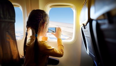 O que fazer para as crianças conseguirem aguentar uma viagem de avião