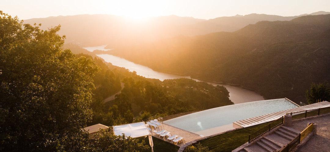 As piscinas mais incríveis de norte a sul de Portugal onde vai querer mergulhar neste verão