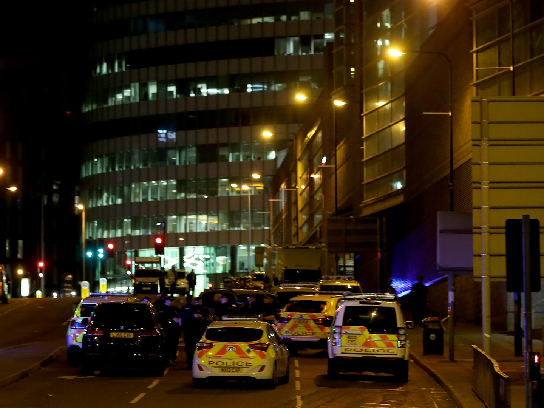 "Theresa May condena ""terrível atentado terrorista"" em Manchester"