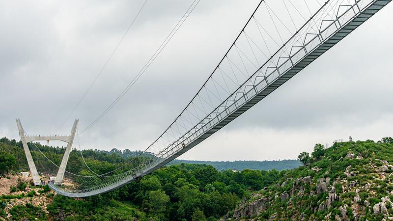 """A maior ponte suspensa do mundo é a esperança de recuperação para Arouca. """"Toda a gente tem curiosidade e está à espera que ela abra"""""""