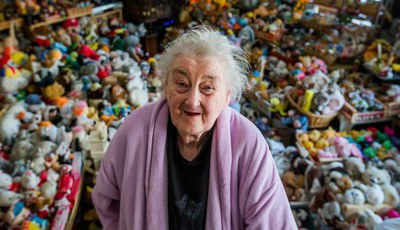 Tem 87 anos e uma coleção de mais de 20 mil brinquedos