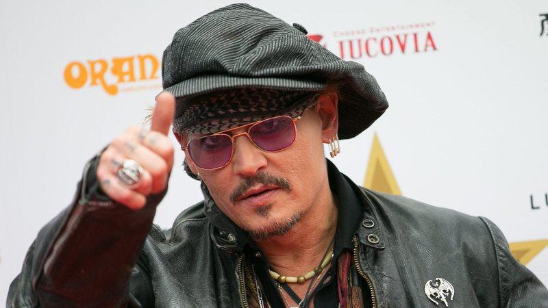 Johnny Depp volta a liderar lista de estrelas que não merecem o que ganham