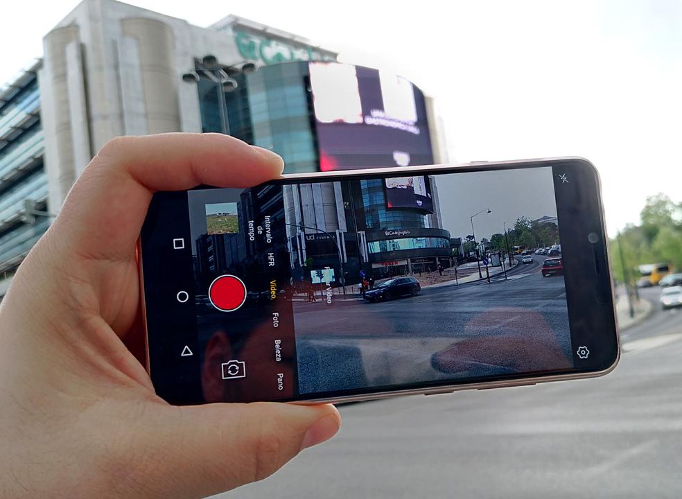 """Análise TEK: Hisense Infinity H12 – Um smartphone com um ecrã """"infinito"""", mas não vai mais além…"""