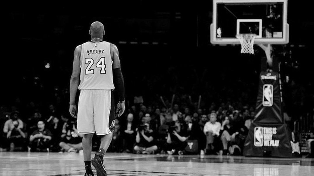 Parece intervenção divina: em jogo da NBA, logo após tributo a Bryant, a bola ficou presa aos 24 segundos