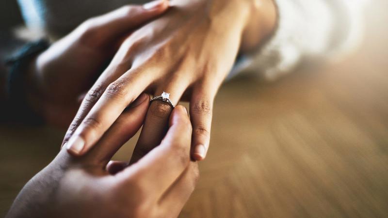 Pedir em casamento: quando ajoelhar-se parece pouco, surgem soluções... criativas