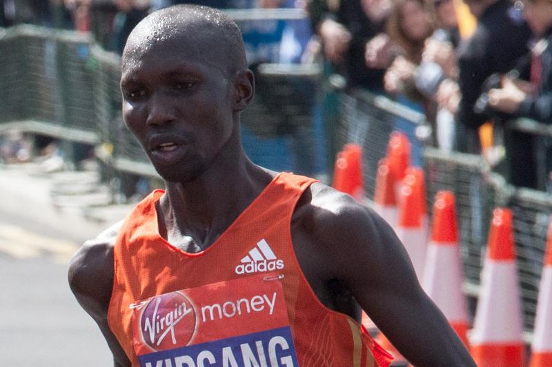 Wilson Kipsang bate recorde da maratona de Tóquio