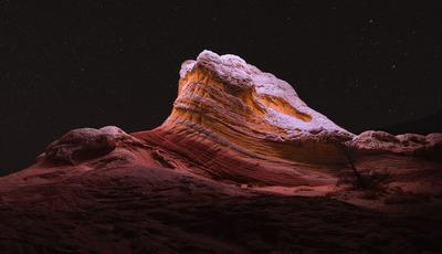 À noite, as montanhas têm um encanto que poucos conseguem admirar, mas há um fotógrafo que faz tudo para o mostrar