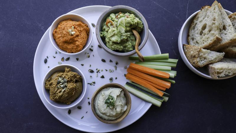 Abaixo os rótulos no Nola Kitchen, a nova cozinha saudável do Porto