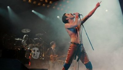 """We Will Rock You"": Freddie Mercury e a origem de um clássico no novo trailer de ""Bohemian Rhapsody"""