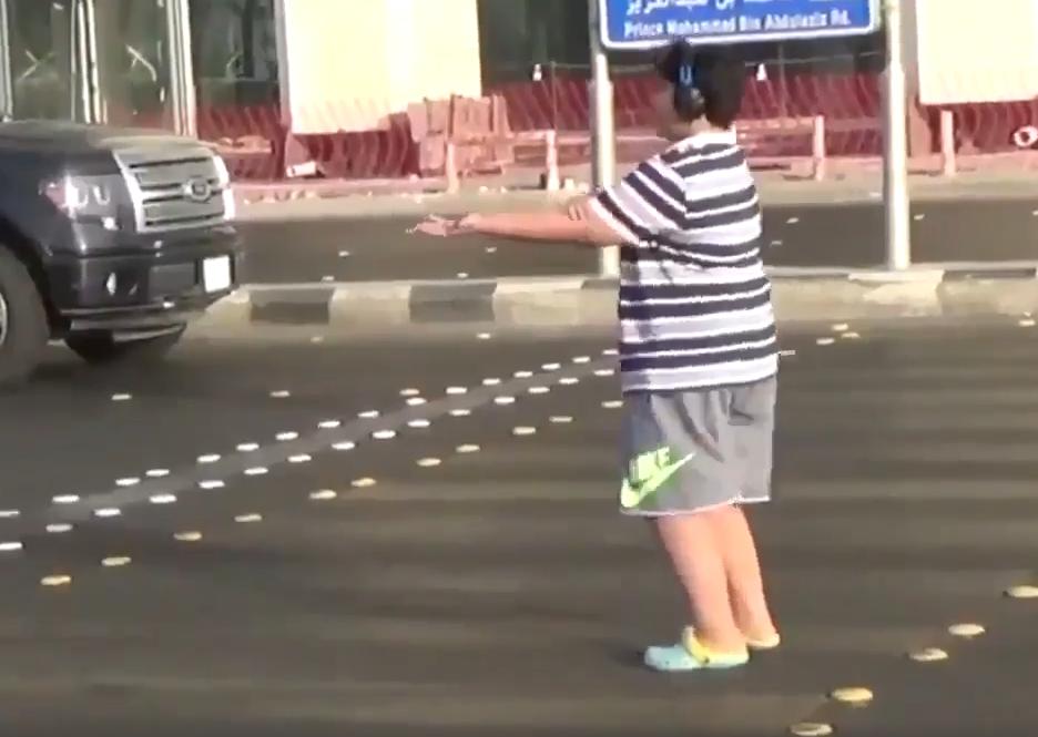 Na Arábia Saudita, um jovem de 14 anos foi preso por dançar... a 'Macarena'