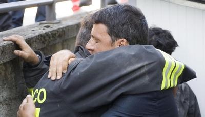 """""""Reconstrução é a prioridade de Itália"""". Renzi quer plano que vá além do estado de emergência"""