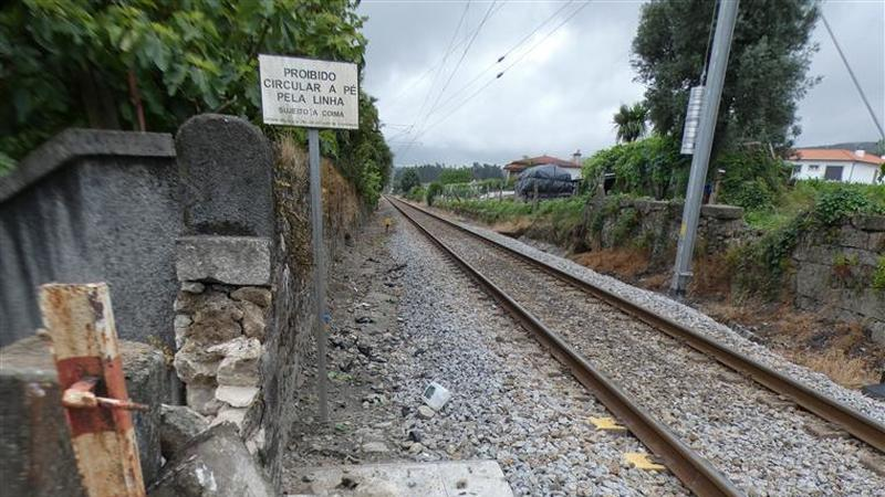 Condutor do automóvel colhido por comboio em Barcelos ultrapassou barreira da passagem de nível