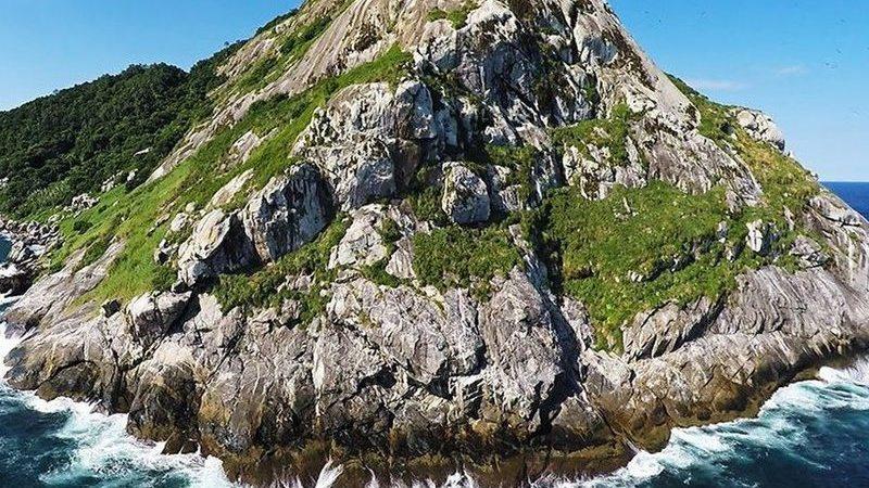 Esta ilha brasileira é tão perigosa que é ilegal visitá-la