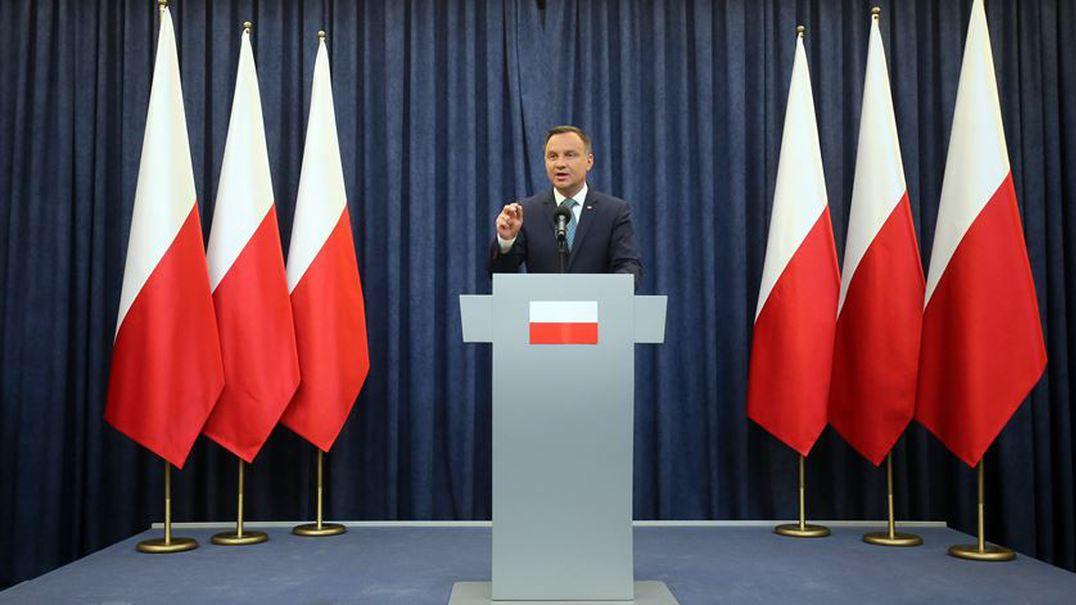 Polónia. Presidente veta reforma judicial polémica