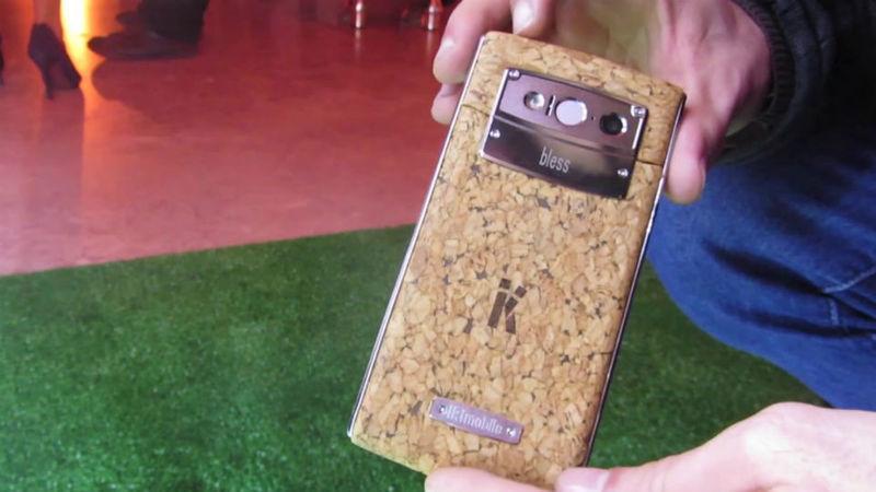 Este é o primeiro telemóvel português. E é feito de cortiça