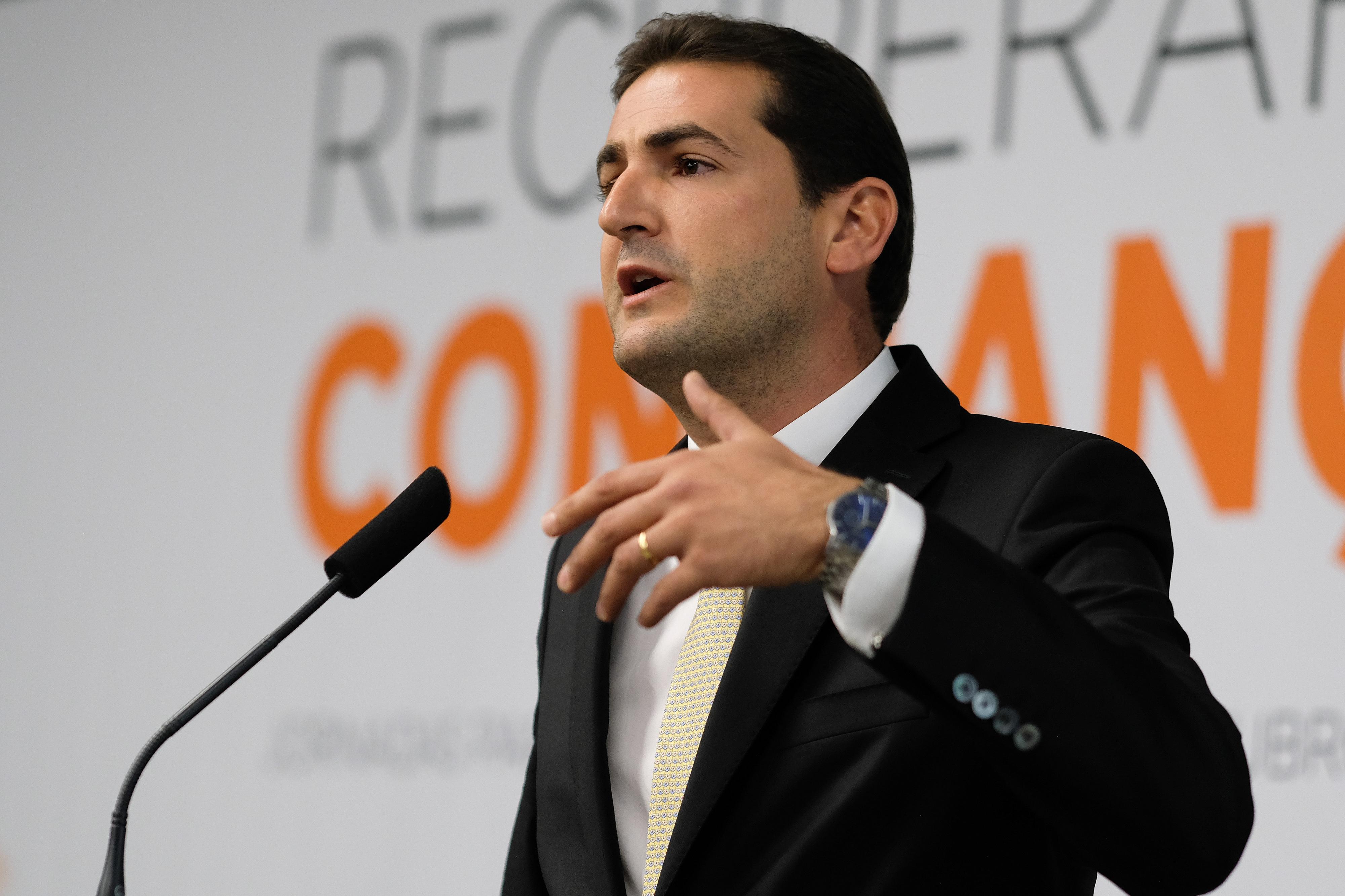 """Hugo Soares não sabia da saída de Luís Montenegro. Diz que é """"uma perda para o partido"""" e também a """"perda de um amigo"""" na bancada"""