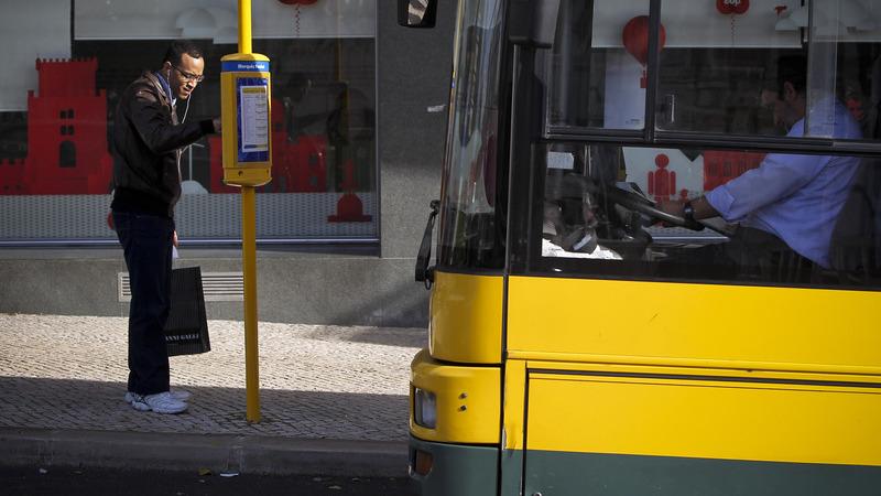 """COVID-19: Desinfetante usado nos transportes não foi testado em """"condições representativas do contexto real"""""""