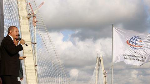 """Turquia """"liga continentes através da ponte"""""""