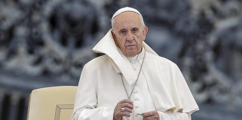 """Papa desafia meios de comunicação social a noticiar """"soluções"""" em vez de centrarem em más notícias"""