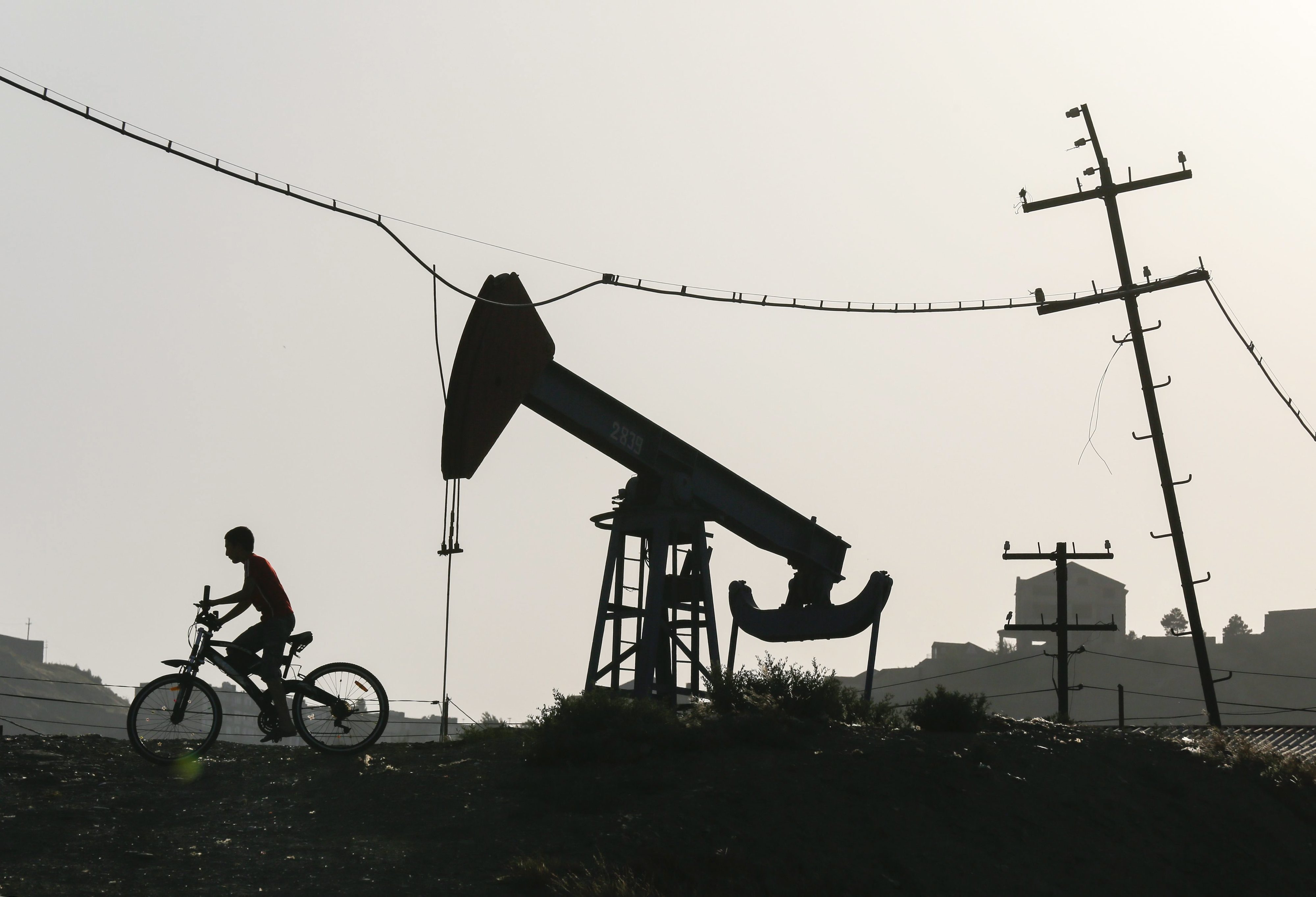 Pelo menos 18 mortos num incêndio num poço de petróleo ilegal na Indonésia