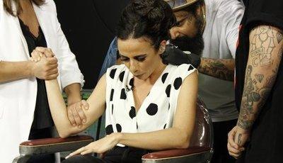 """Filomena Cautela faz tatuagem em direto no """"5 para a meia-noite"""""""