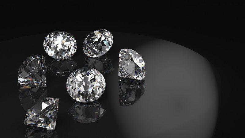 Depois do iPhone, John Ive desenha anel feito todo em diamante