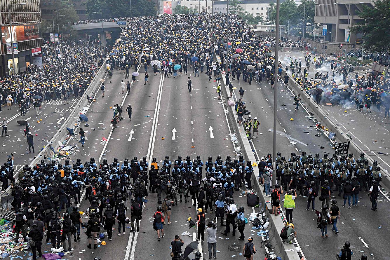 Hong Kong. A nova geração que sai à rua por muito mais do que uma lei de extradição