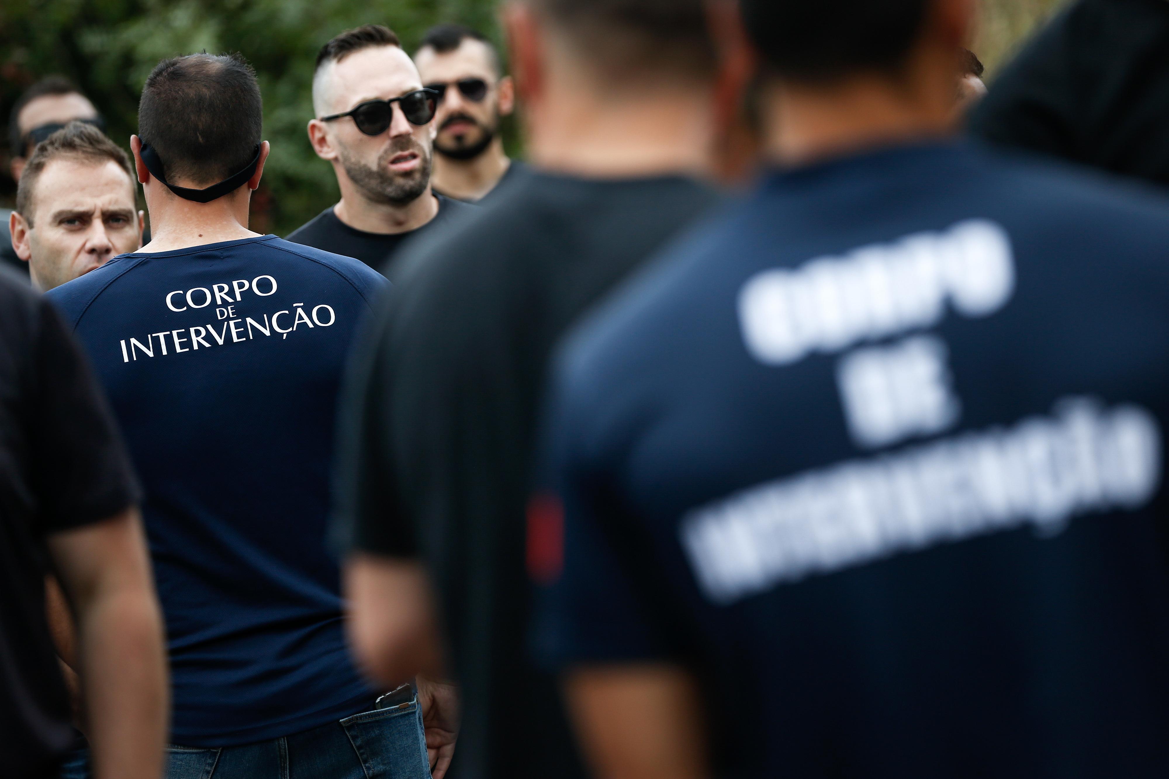 Polícias do corpo de intervenção concentrados em Belas para exigir resolução de problemas