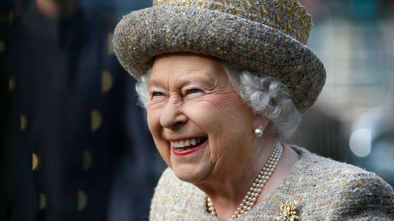 Relembre as atrizes mais icónicas que interpretaram a Rainha Isabel II