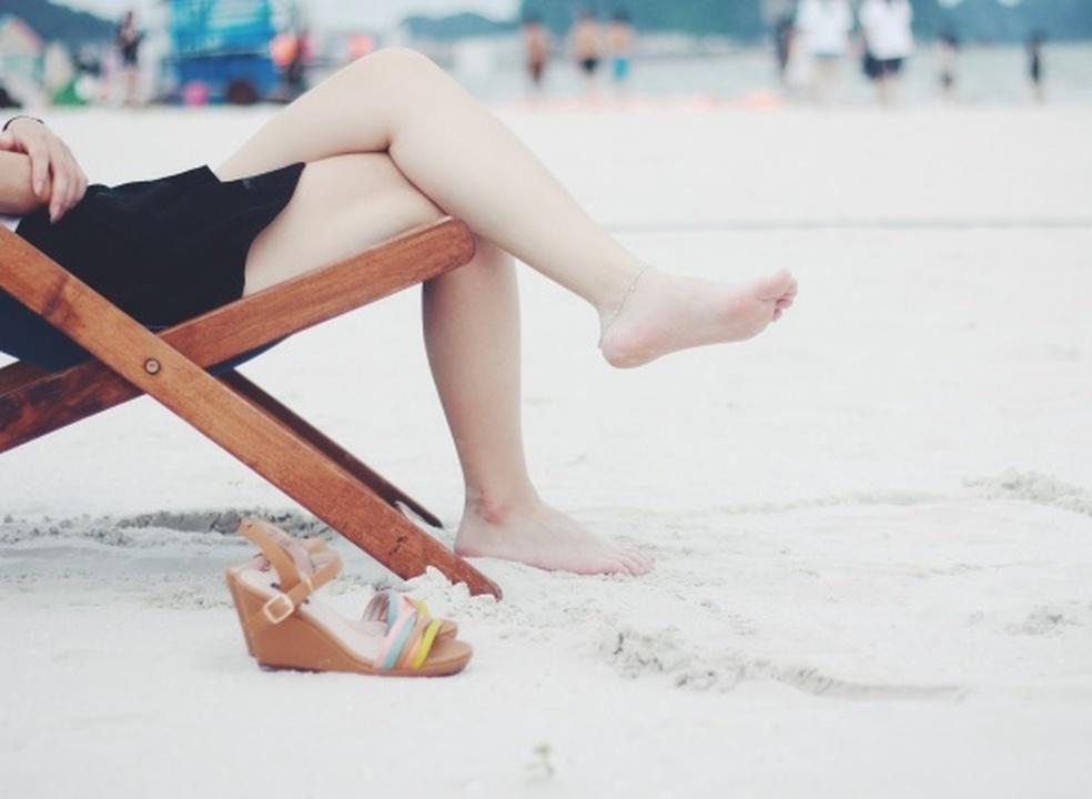 Os 5 passos que todas as pessoas com pés bonitos seguem