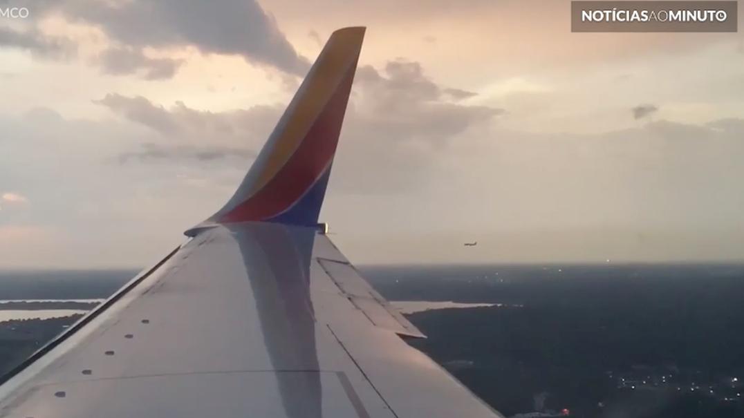 O raro momento em que dois aviões aterram ao mesmo tempo
