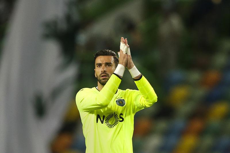 Rui Patrício próximo do top-3 de jogadores com mais presenças no Sporting