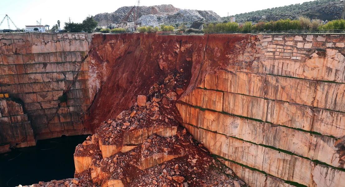 Governo apresentou queixa no Ministério Público contra 21 pedreiras em incumprimento